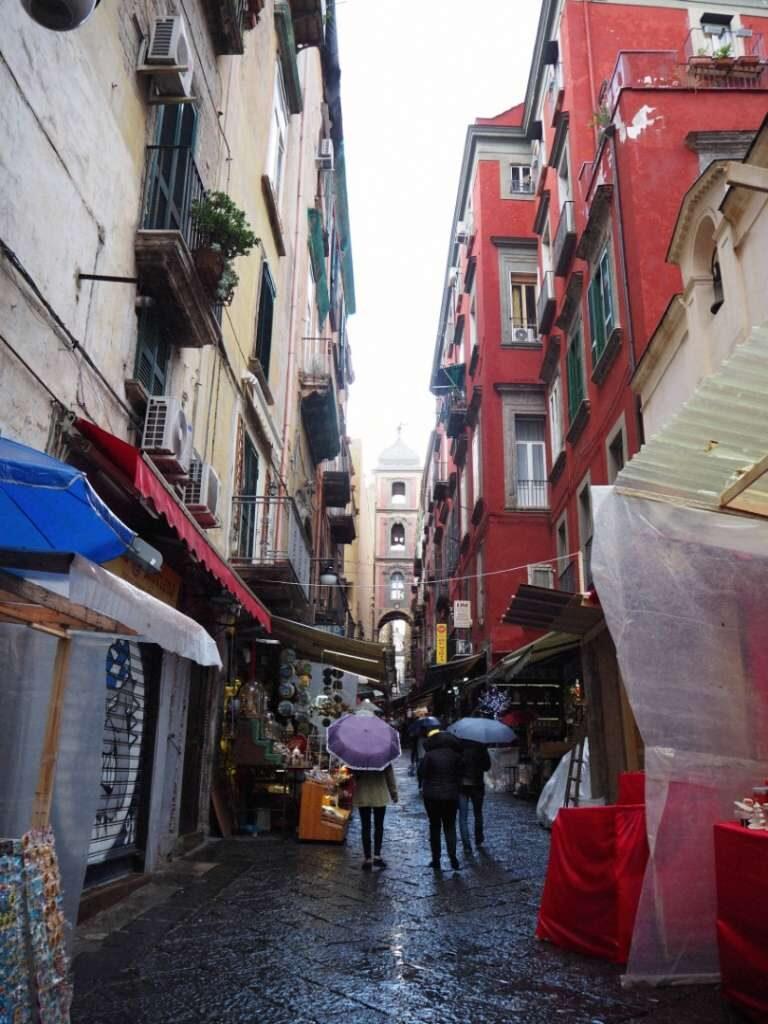 street in Nales